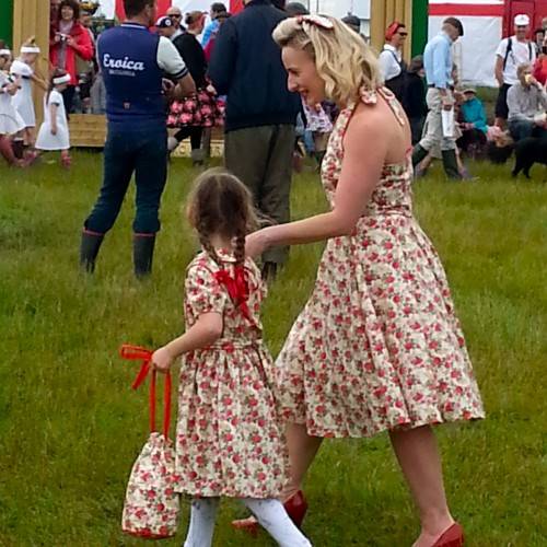 'A beautiful mum and daughter look simply delightful in matching dresses'